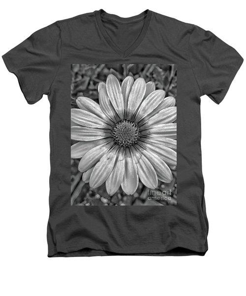 Flower Power - Bw Men's V-Neck T-Shirt