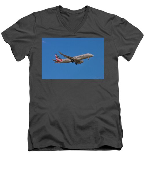 Flying In American Eagle Embraer 175 N426yx Men's V-Neck T-Shirt