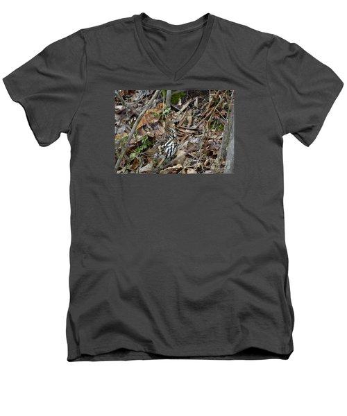 Framed Rugr Men's V-Neck T-Shirt