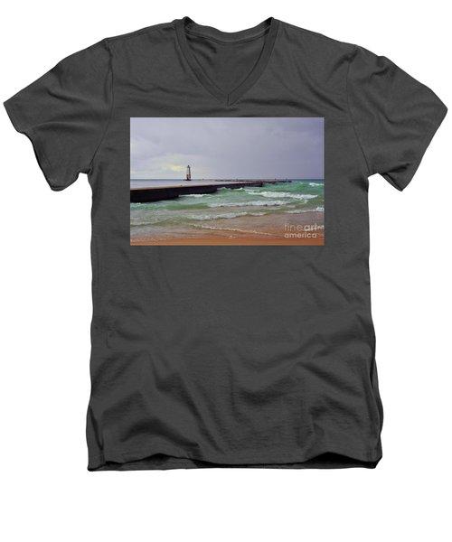 Frankfurt Lighthouse Breakwater Men's V-Neck T-Shirt