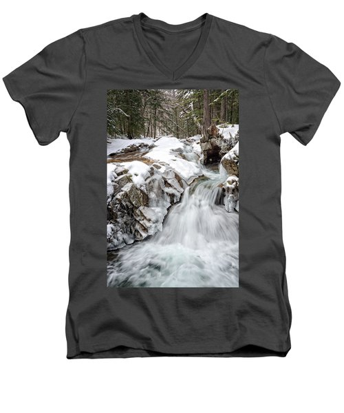 Freeze On The Basin Trail Nh Men's V-Neck T-Shirt