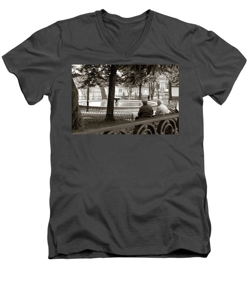 Men's V-Neck T-Shirt featuring the photograph Friends At The Fountain by Lorraine Devon Wilke