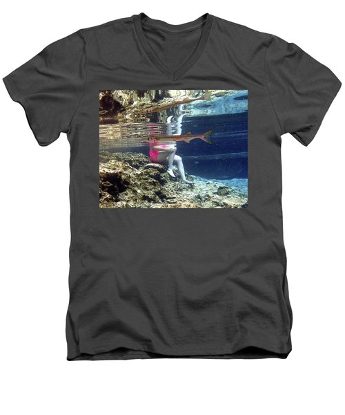 Garfish Men's V-Neck T-Shirt