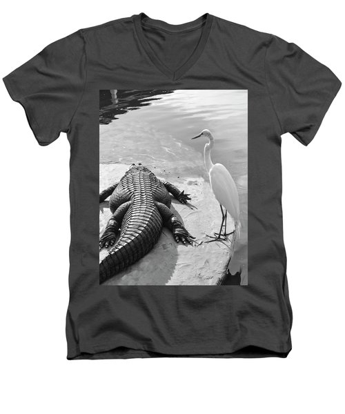 Gator Hand Men's V-Neck T-Shirt
