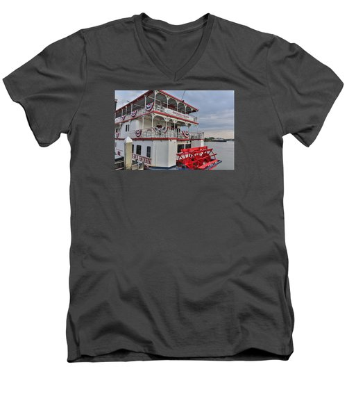 Georgia Queen Men's V-Neck T-Shirt