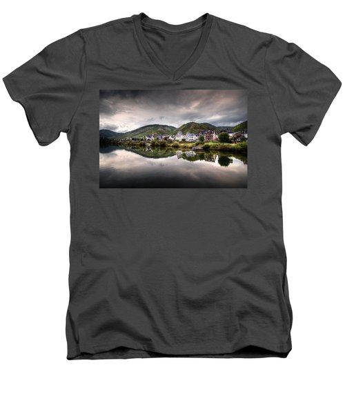 German Village Men's V-Neck T-Shirt