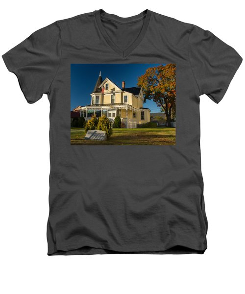 Gibson Woodbury House North Conway Men's V-Neck T-Shirt