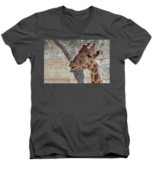 Girafe Head About To Grab Food Men's V-Neck T-Shirt