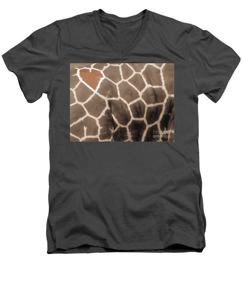 Giraffe Love Men's V-Neck T-Shirt