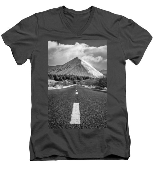 Glamaig Men's V-Neck T-Shirt