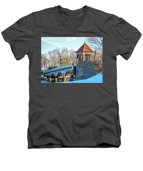 Glenn Island Drawbridge Men's V-Neck T-Shirt