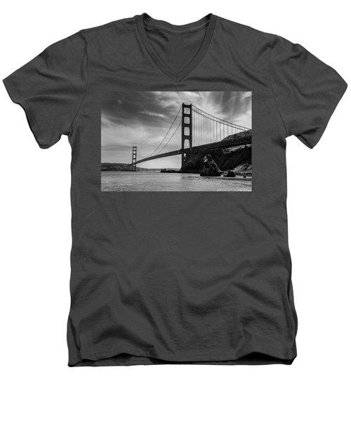 Golden Gate East Bw Men's V-Neck T-Shirt