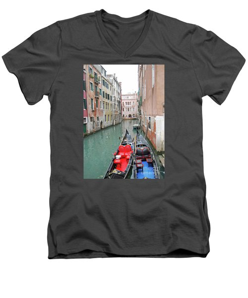 Gondola Love Men's V-Neck T-Shirt