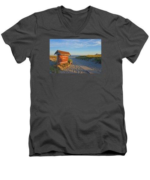 Good Harbor Sign At Sunset Men's V-Neck T-Shirt