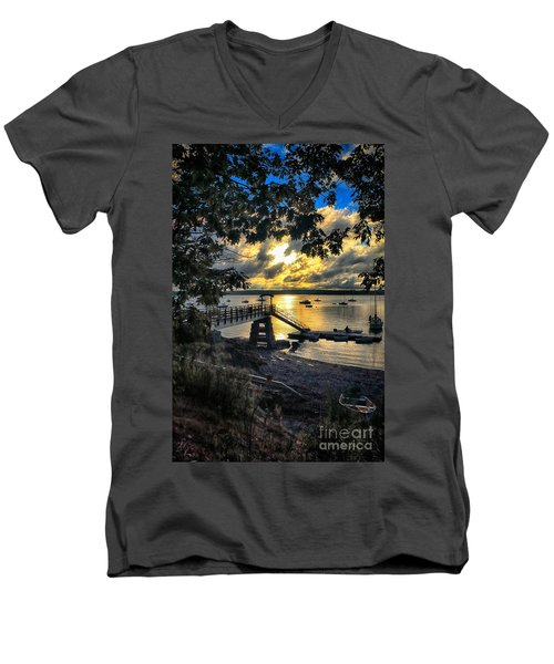 Good Night Madeleine Point Men's V-Neck T-Shirt