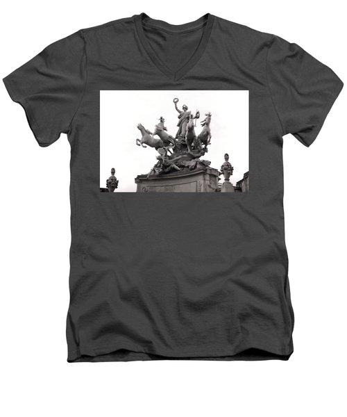 Grand Palais Quadriga Men's V-Neck T-Shirt