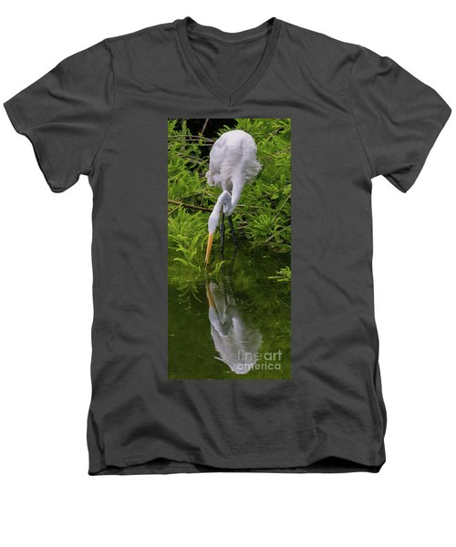 Great Egret With Its Reflection Men's V-Neck T-Shirt