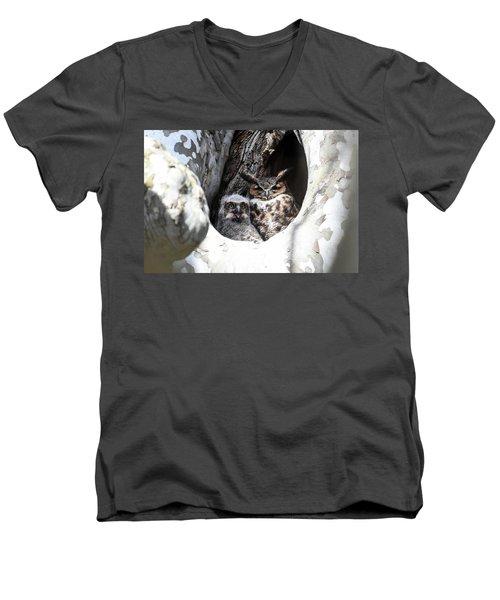 Great Horned Owl Nest Men's V-Neck T-Shirt