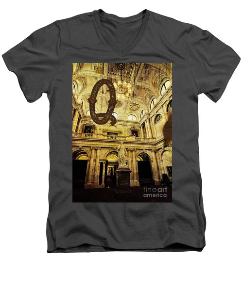 Grungy Melbourne Australia Alphabet Series Letter Q Queen Victor Men's V-Neck T-Shirt
