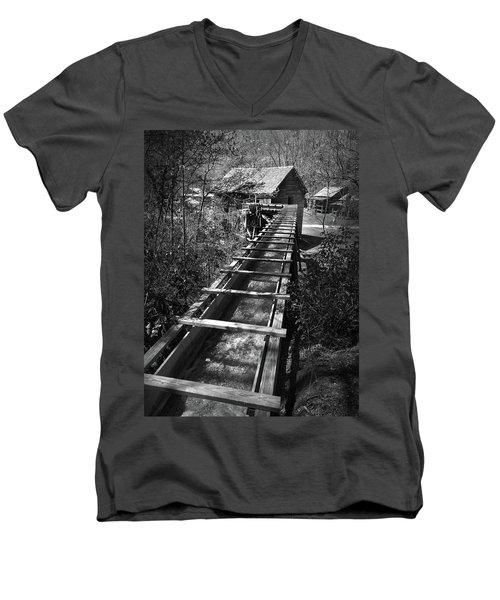 Hagood Gristmill Waterwheel At Hagood Mill Men's V-Neck T-Shirt by Kelly Hazel