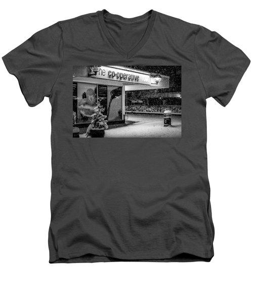 Hale Barns Co-op In The Snow Men's V-Neck T-Shirt