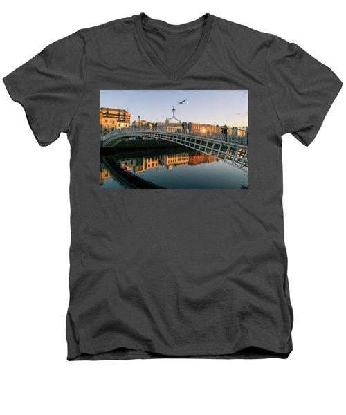 Ha'penny Bridge Men's V-Neck T-Shirt