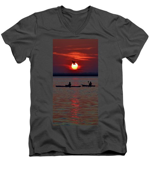 Heron And Kayakers Sunset Men's V-Neck T-Shirt