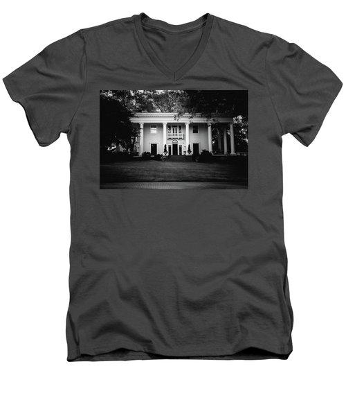 Historic Southern Home Men's V-Neck T-Shirt