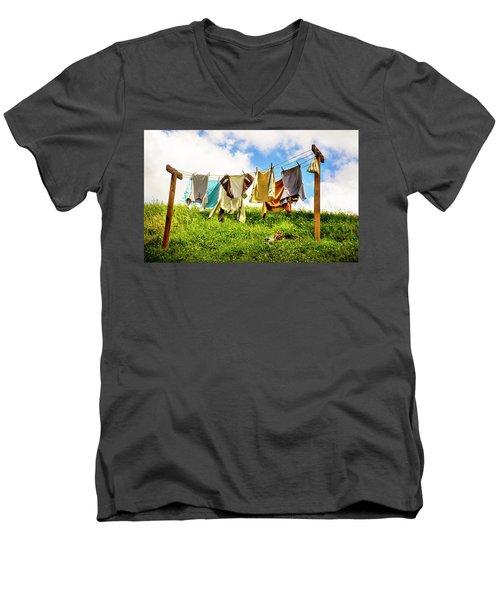Hobbit Clothesline Men's V-Neck T-Shirt