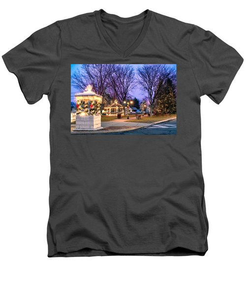 Men's V-Neck T-Shirt featuring the photograph Holiday Lights In Easthampton by Sven Kielhorn