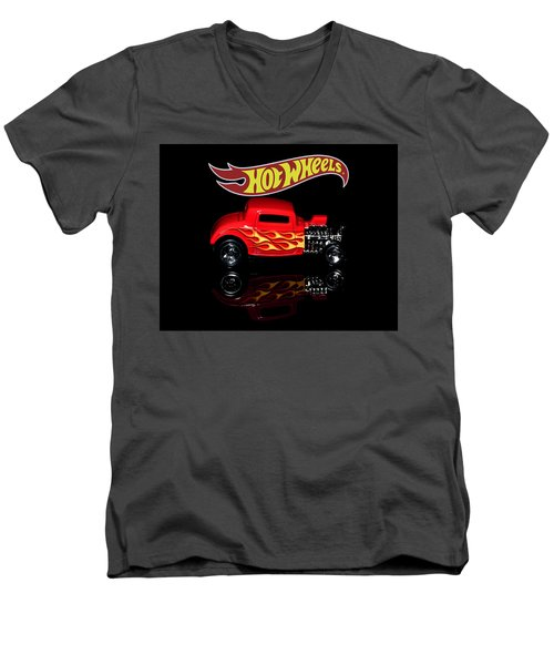 Hot Wheels '32 Ford Hot Rod Men's V-Neck T-Shirt