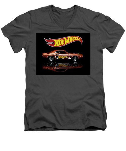 Hot Wheels '70 Dodge Challenger Men's V-Neck T-Shirt