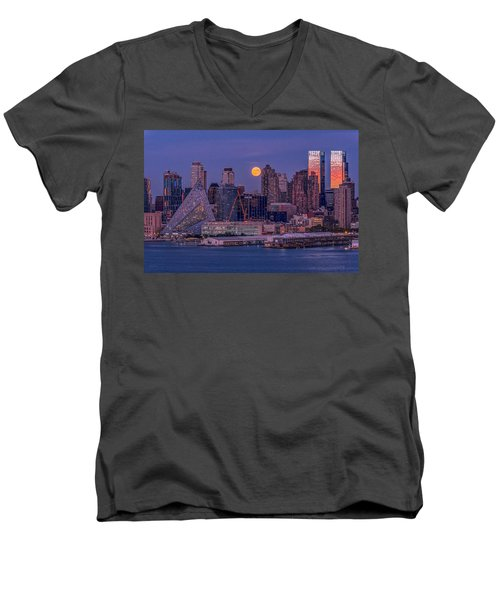Hunter's Moon Over Ny Men's V-Neck T-Shirt