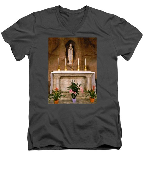 I Am The Immaculate Conception - Tiny Chapel On Crypt Level Men's V-Neck T-Shirt