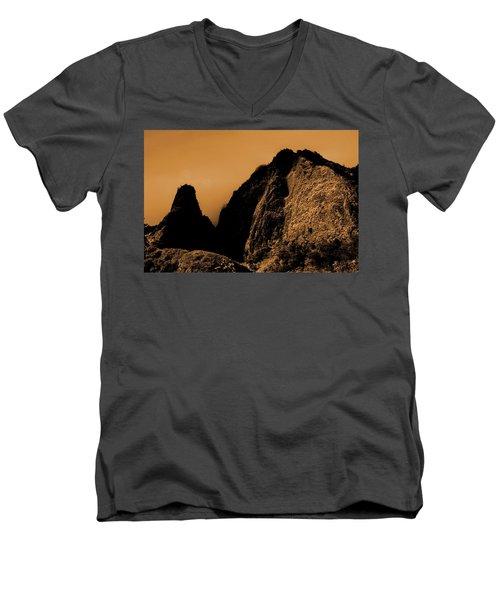 Iao Needle Silhouette Men's V-Neck T-Shirt