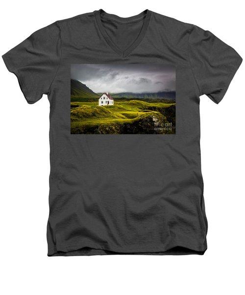 Iceland Scene Men's V-Neck T-Shirt