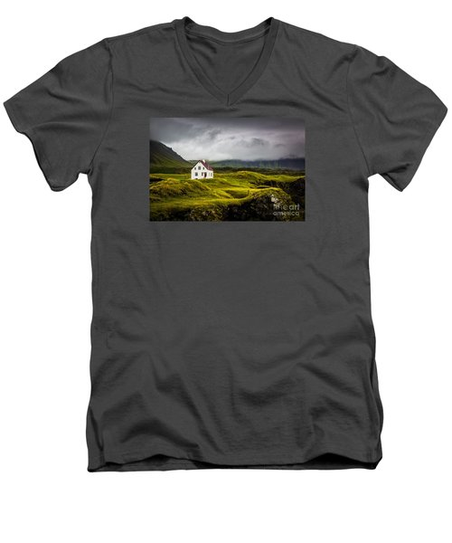 Iceland Scene Men's V-Neck T-Shirt