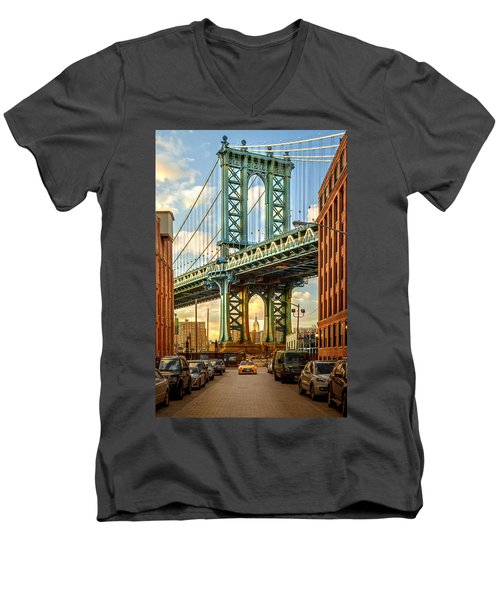 Iconic Manhattan Men's V-Neck T-Shirt