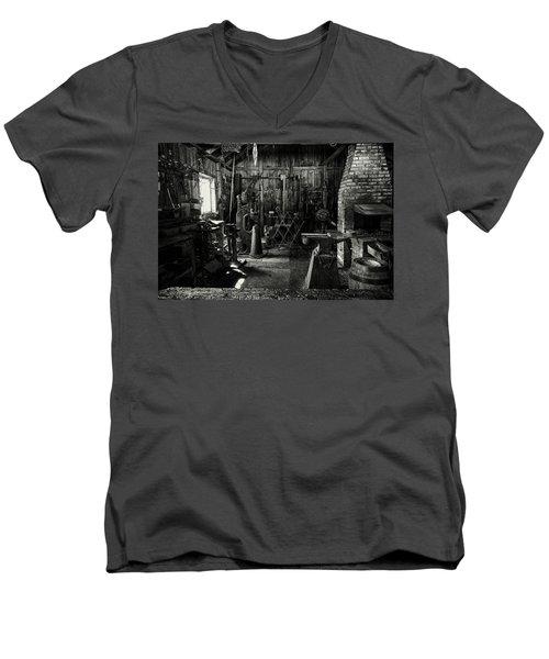 Idle Bw Men's V-Neck T-Shirt
