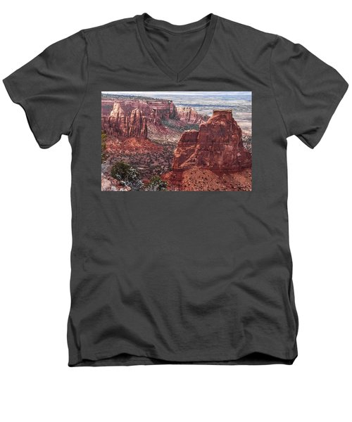 Independence Monument At Colorado National Monument Men's V-Neck T-Shirt