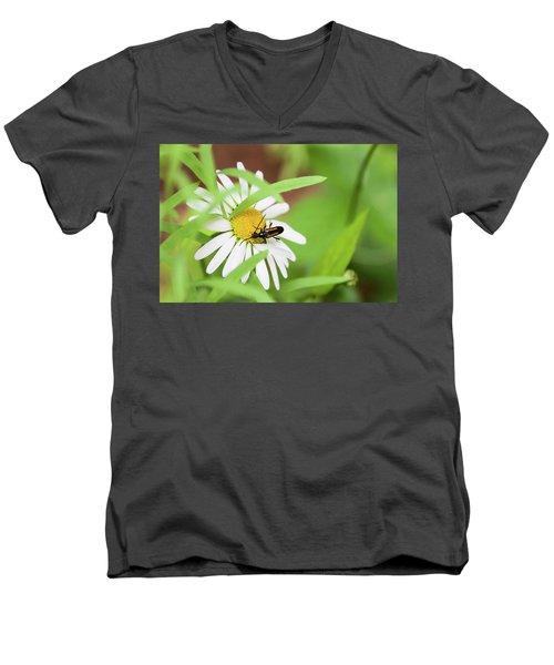 Inl-8 Men's V-Neck T-Shirt