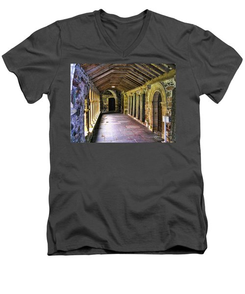 Arched Invitation Passageway Men's V-Neck T-Shirt