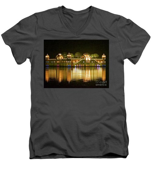 Jal Palace At Night Men's V-Neck T-Shirt