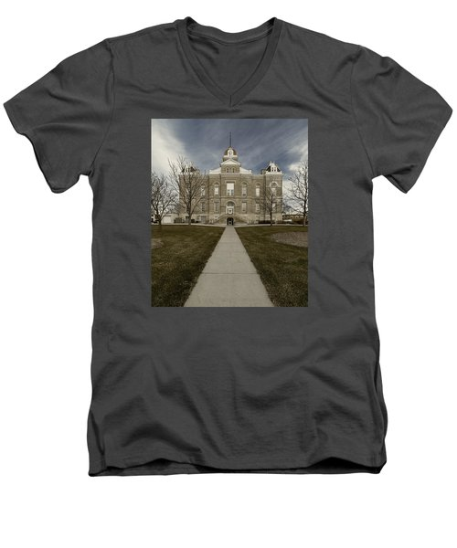 Jefferson County Courthouse In Fairbury Nebraska Rural Men's V-Neck T-Shirt