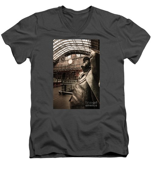 John Betjeman And Dent Clockat St Pancras Railway Station Men's V-Neck T-Shirt
