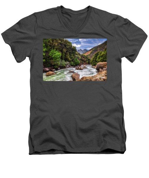 Kings River Men's V-Neck T-Shirt