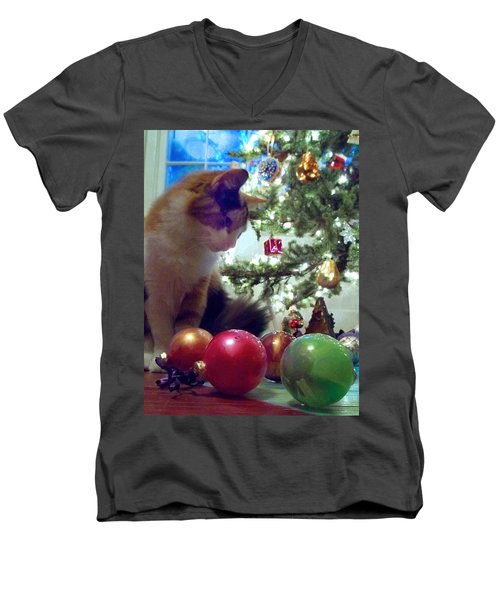 Kitty Helps Decorate The Tree Christmas Card Men's V-Neck T-Shirt
