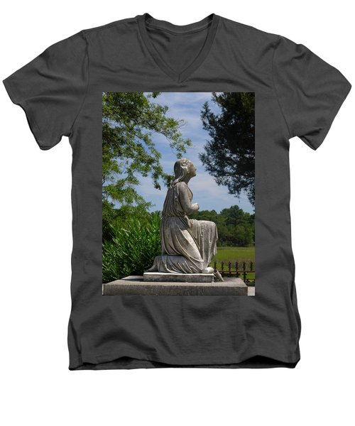 Kneeling Woman Men's V-Neck T-Shirt