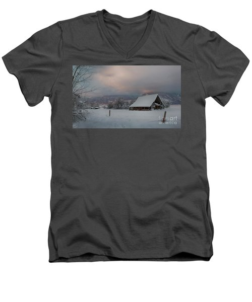 Kootenai Valley Barn Men's V-Neck T-Shirt