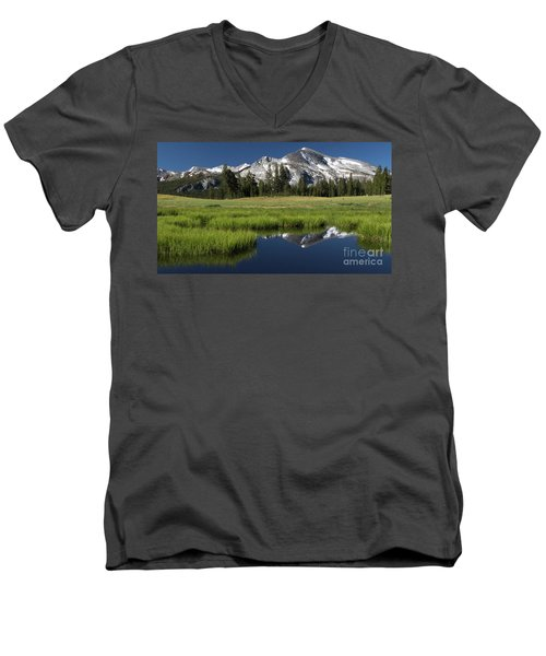 Kuna Crest Men's V-Neck T-Shirt